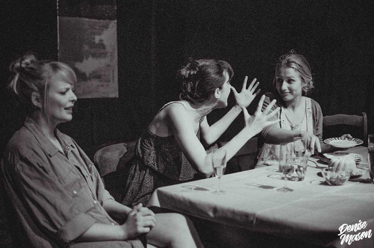Postdramatisches Theater für Anfänger: Kosmonaut:in